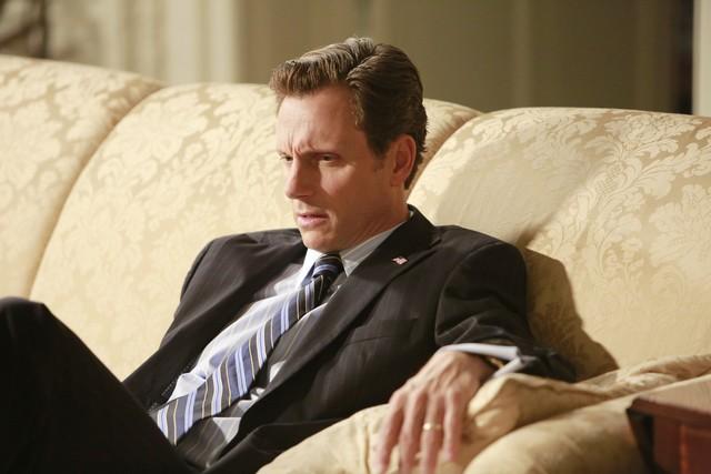 Tony Goldwin in una scena dell'episodio Beltway Unbuckled della seconda stagione di Scandal