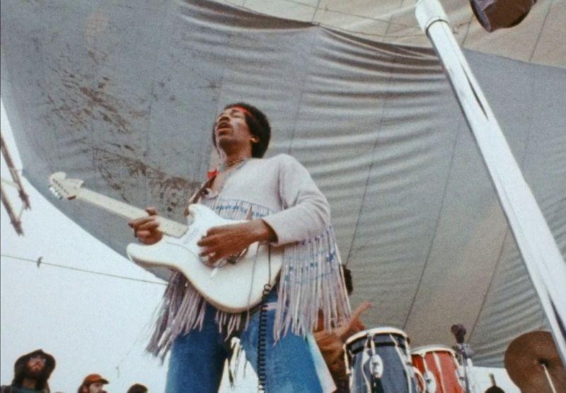 Hendrix 70. Live at Woodstock: Jimi Hendrix ripreso dal basso in una scena del documentario