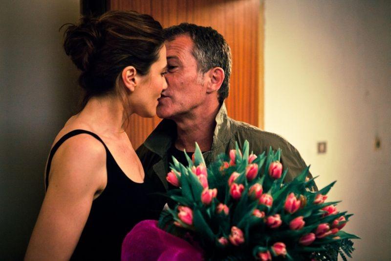 L 39 amore imperfetto anna foglietta in una scena del film bacia bruno wolkowitch 258018 - L amore infedele scena bagno ...