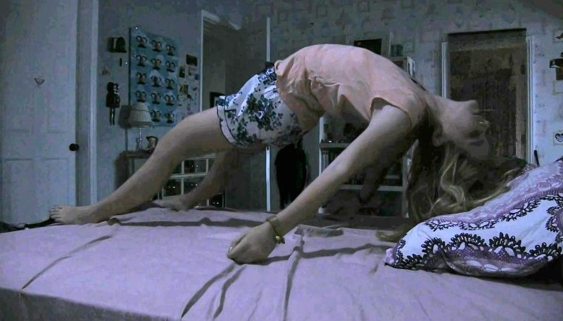 Paranormal Activity 4: Kathryn Newton in una paurosa scena del film