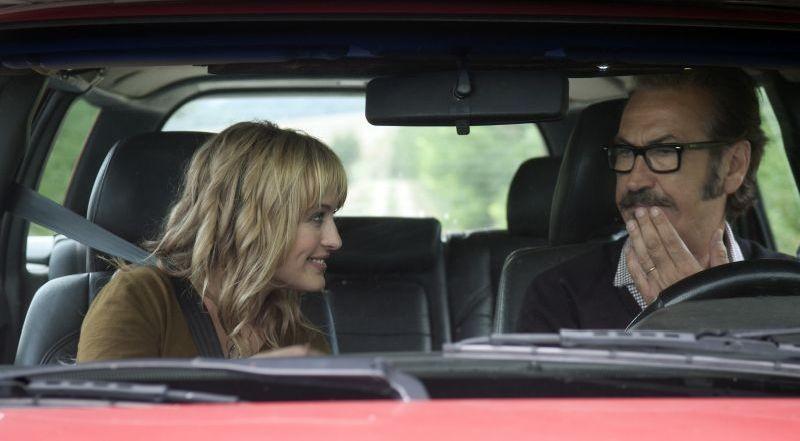 Una famiglia perfetta: Marco Giallini e Carolina Crescentini in macchina in una scena