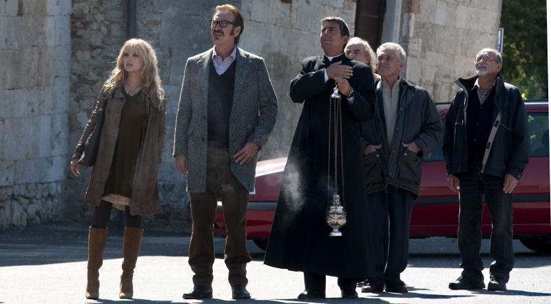 Una famiglia perfetta: Marco Giallini e Carolina Crescentini in una scena