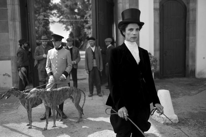 Blancanieves: Maribel Verdù nei panni della matrigna cattiva in una scena del film