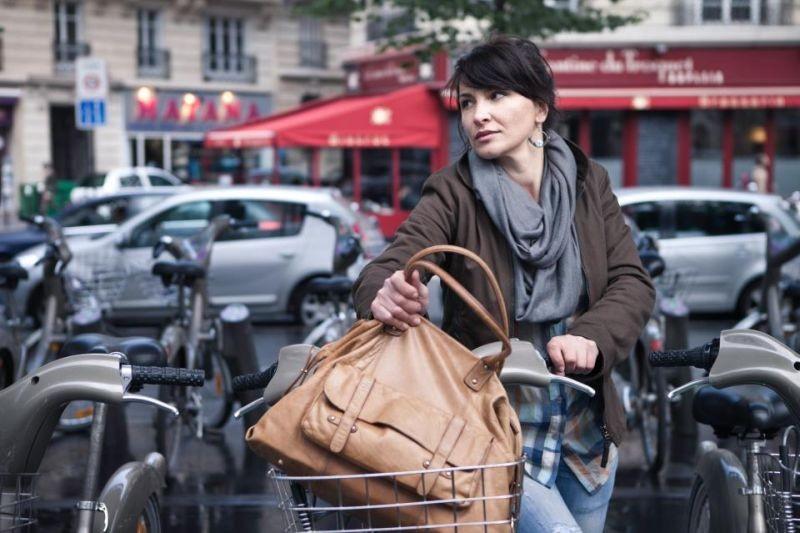 Dimmi che destino avrò: la protagonista Luli Bitri in una scena del film a Parigi