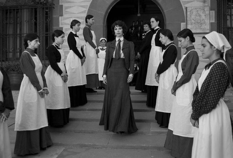 Maribel Verdù è la matrigna cattiva in una scena di Blancanieves