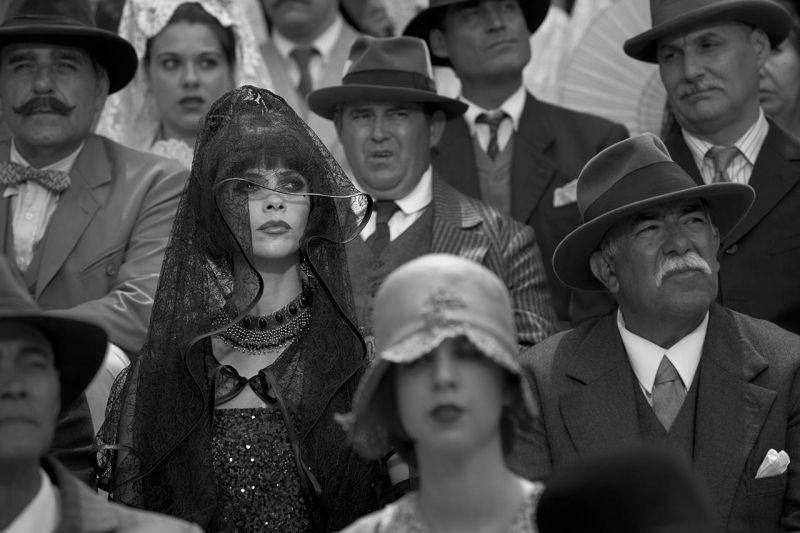 Maribel Verdù in arena tra il pubblico osserva la sua figliastra in Blancanieves