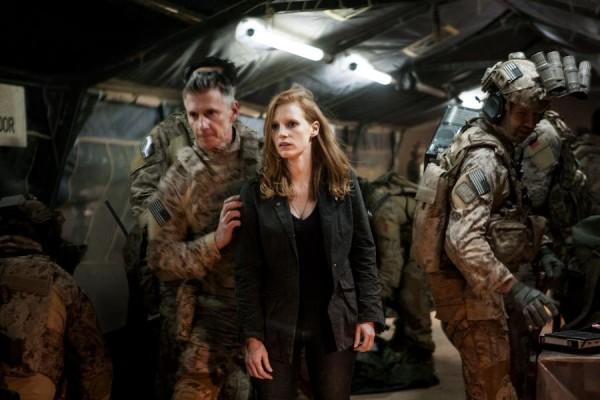 Operazione Zero Dark Thirty: Jessica Chastain circondata dai marines