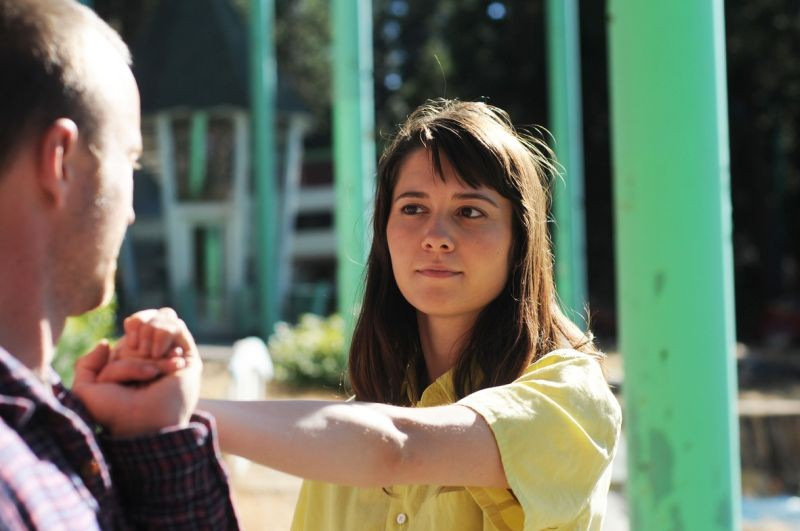 Smashed: i protagonisti Mary Elizabeth Winstead e Aaron Paul in una scena