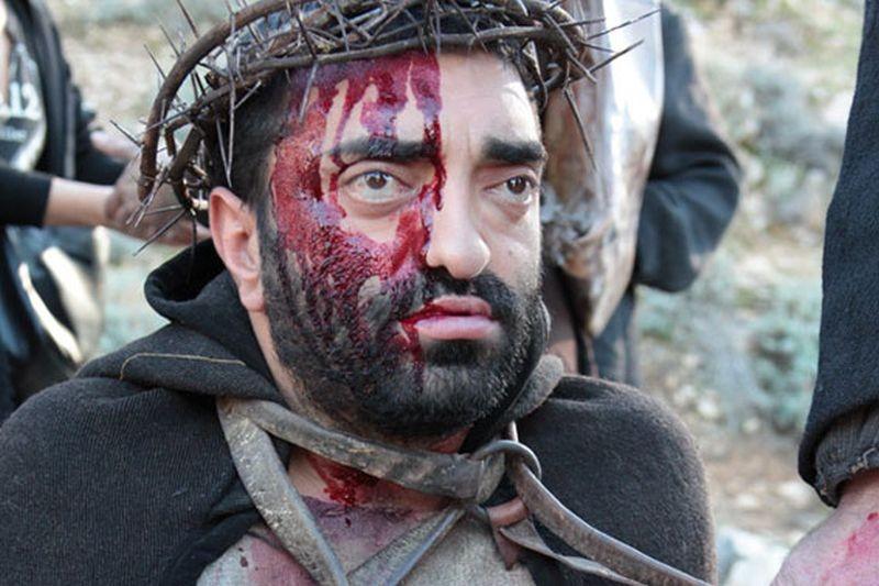 Su Re: Fiorenzo Mattu nel ruolo di Gesù Cristo sul set