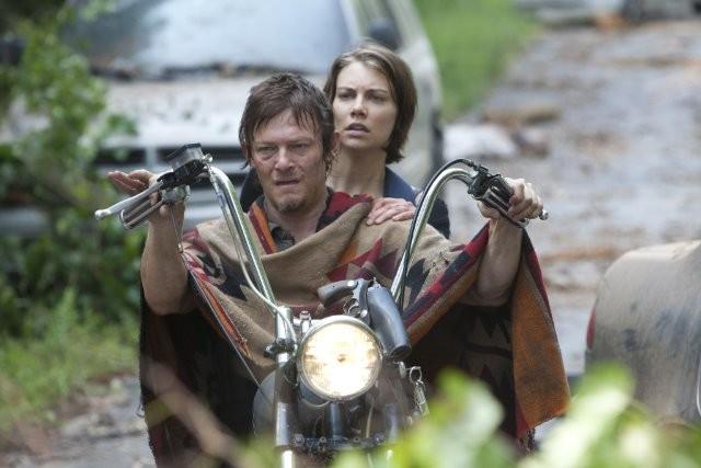 The Walking Dead: Norman Reedus e Lauren Cohan nell'episodio Basta una parola
