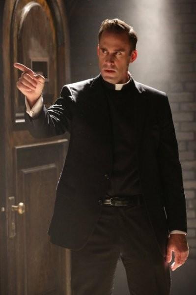 American Horror Story: Joseph Fiennes in The Origins of Monstrosity - episodio della seconda stagione, Asylum