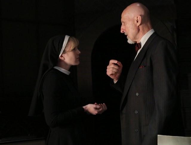 American Horror Story: Lily Rabe con James Cromwell in The Origins of Monstrosity - episodio della seconda stagione