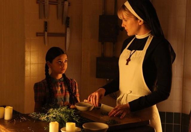 American Horror Story: Lily Rabe con Nikki Hahn in The Origins of Monstrosity - episodio della seconda stagione