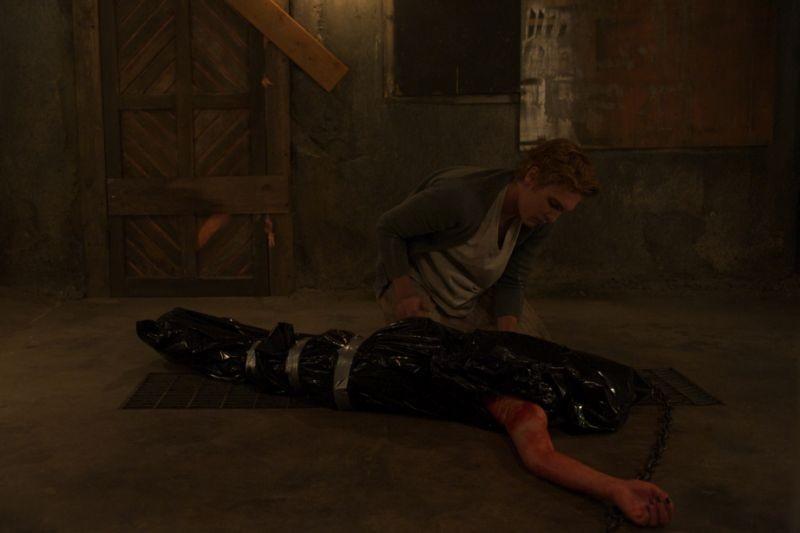 Chained: Eamon Farren in una cruenta scena del film