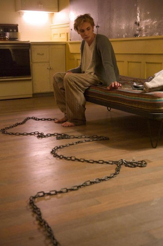 Chained: Eamon Farren in una scena del film