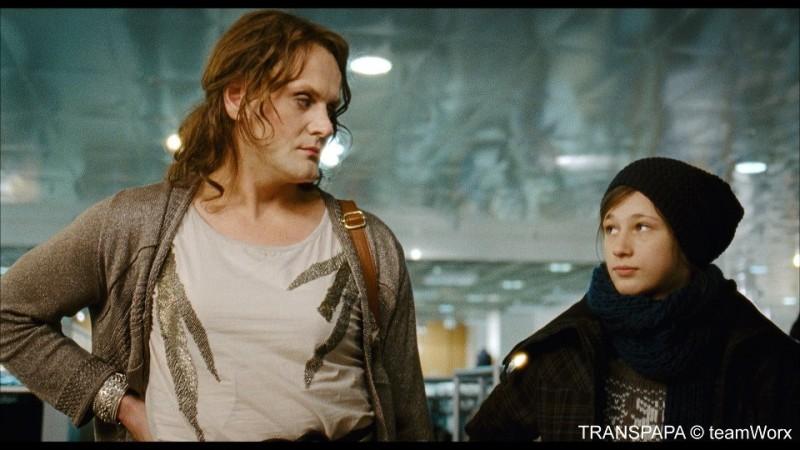 Devid Striesow con Luisa Sappelt nel dramedy Transpapa