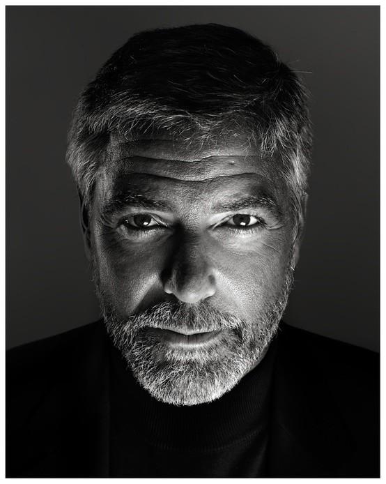 George Clooney in un ritratto di Marco Grob