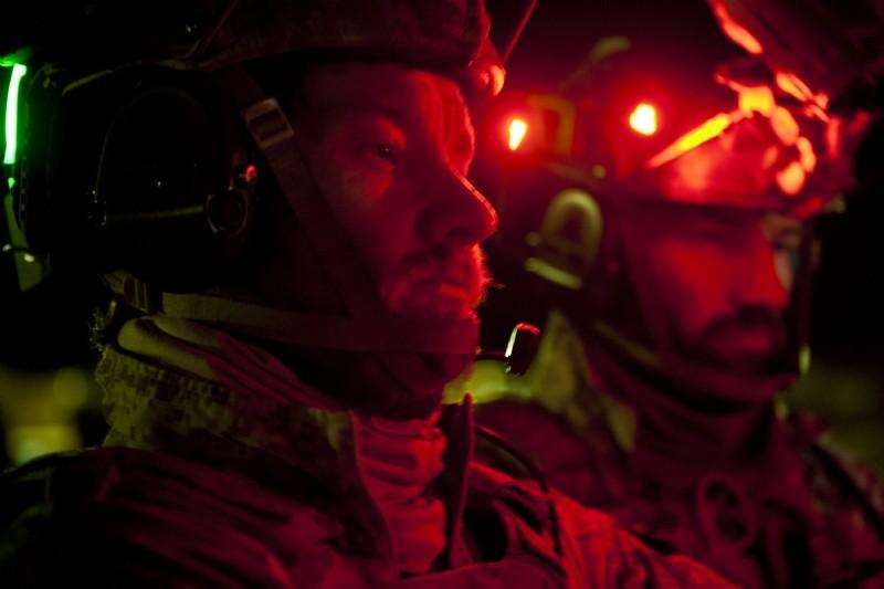 Operazione Zero Dark Thirty: un primo piano di Joel Edgerton in tenuta da combattimento