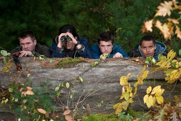 Chris Hemsworth, Josh Hutcherson, Josh Peck e Connor Cruise in Red Dawn