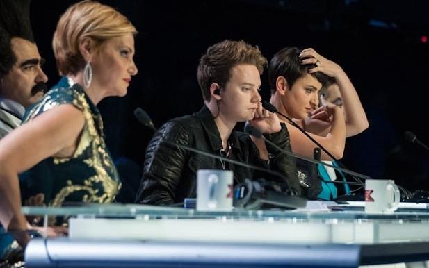 X Factor 6: l'ospite Conor Maynard si intrattiene tra i giudici nella sesta puntata