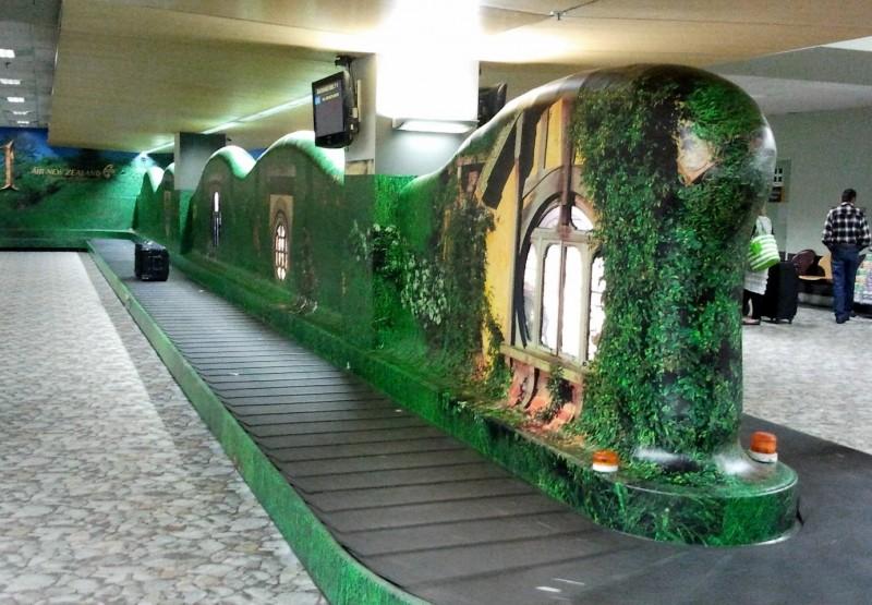 in attesa della premiere de Lo Hobbit: un viaggio inaspettato: una foto dall'aeroporto di Wellington