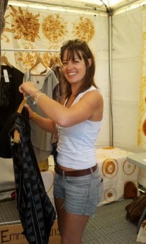 Emma Evans al mercatino organizzato a Wellington per Lo Hobbit: un viaggio inaspettato