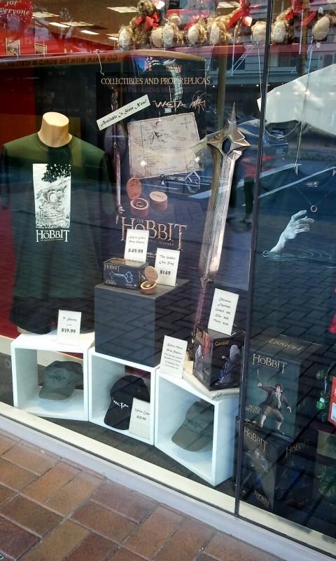 Le vetrine di Wellington in attesa della premiere de Lo Hobbit: un viaggio inaspettato di Peter Jackson