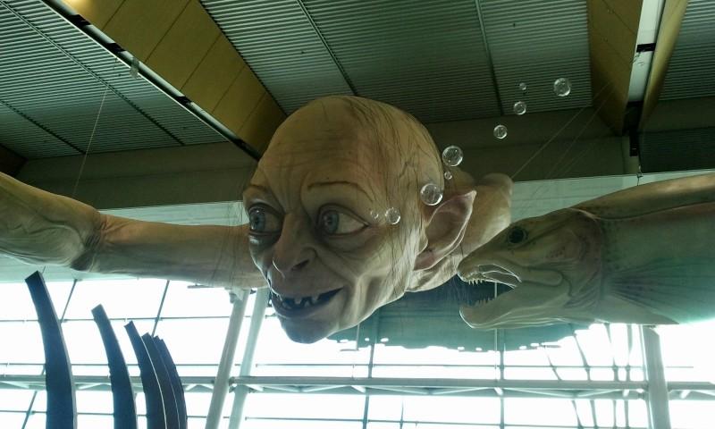 Un Gollum gigante all'aeroporto di Wellington in attesa della premiere de Lo Hobbit: un viaggio inaspettato