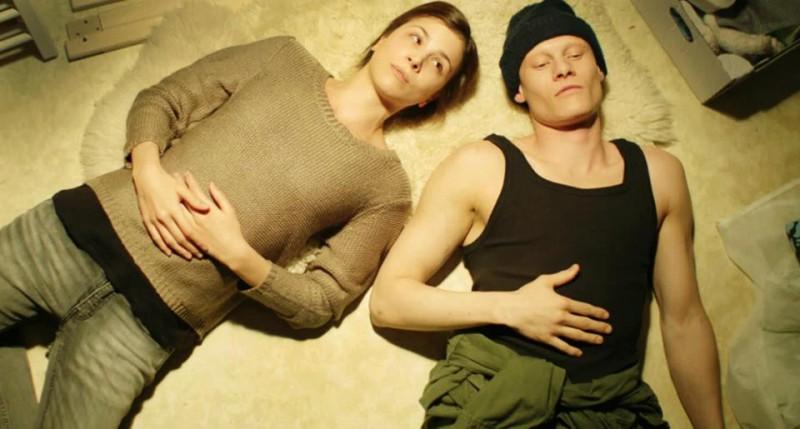 Aylin Tezel con Tomas Lemarquis nel dramma Am Himmel der Tag (2012)
