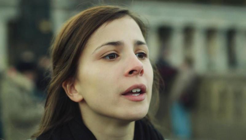 Aylin Tezel in una scena di Am Himmel der Tag, del 2012
