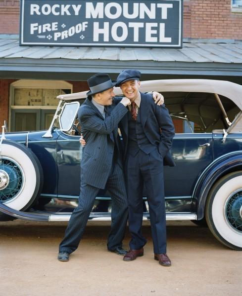 Shia LaBeouf e Gary Oldman in un'immagine promozionale di Lawless