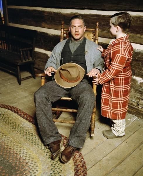 Tom Hardy in un'immagine promozionale di Lawless