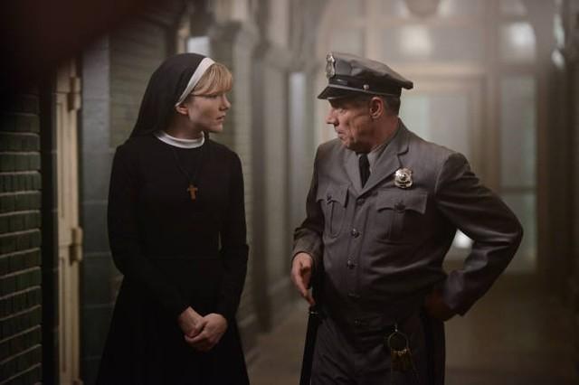 American Horror Story, Asylum - Lily Rabe nell'episodio Dark Cousin con Fredric Lehne