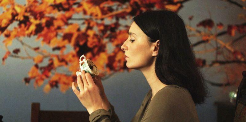 Present tense: Sanem Öge in una scena del film