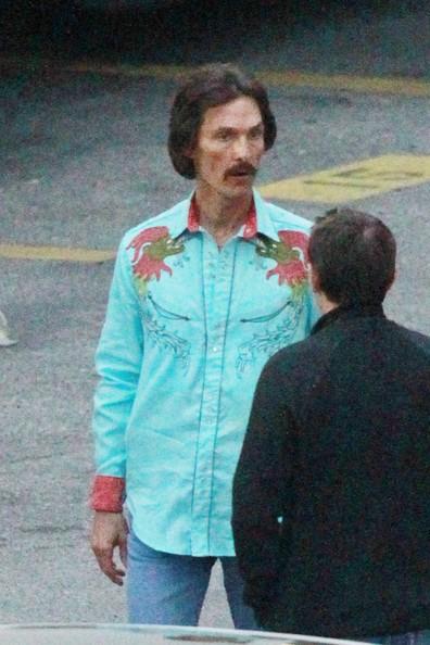 The Dallas Buyers Club: Matthew McConaughey appare drasticamente dimagrito e con un look anni Ottanta sul set