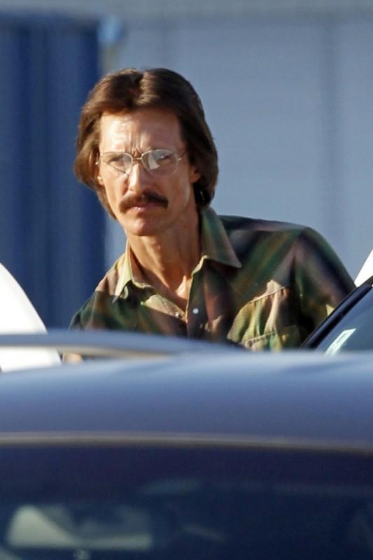 The Dallas Buyers Club: Matthew McConaughey notevolmente dimagrito e con un look anni Ottanta sul set