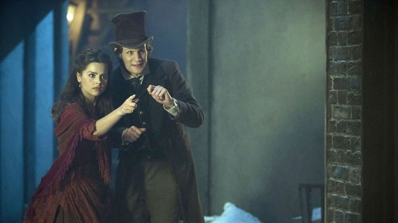 Doctor Who: Matt Smith e la nuova companion Jenna-Louise Coleman in una scena dello speciale natalizio The Snowmen