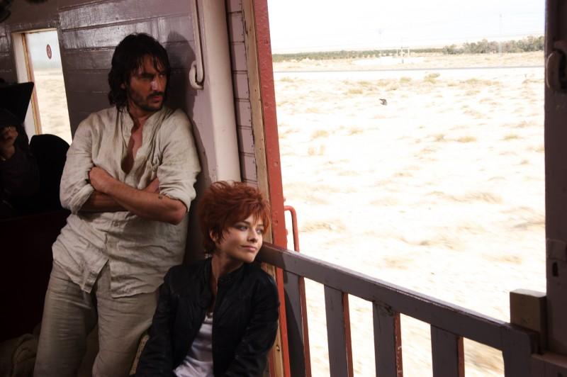 L'isola: Alexandra Dinu e Marco Foschi in un momento della fiction Rai