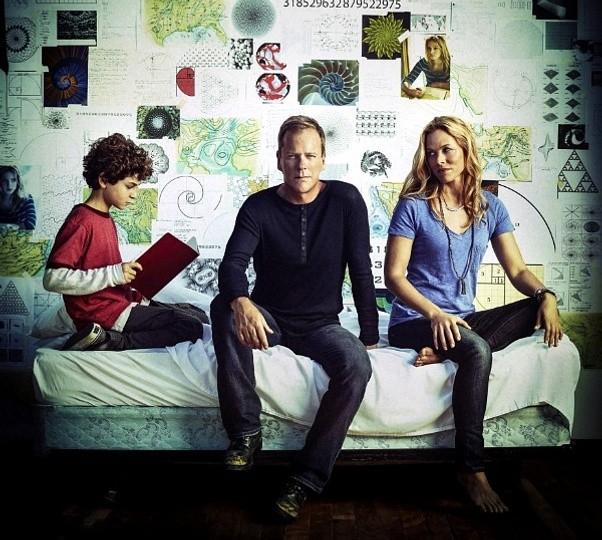 Touch: David Mazouz, Kiefer Sutherland e Maria Bello in una foto promozionale della stagione 2