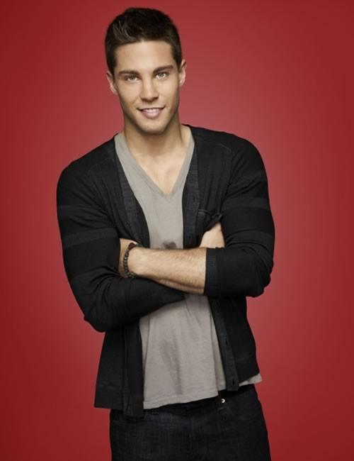 Dean Geyer interpreta Brody nella quarta serie di Glee