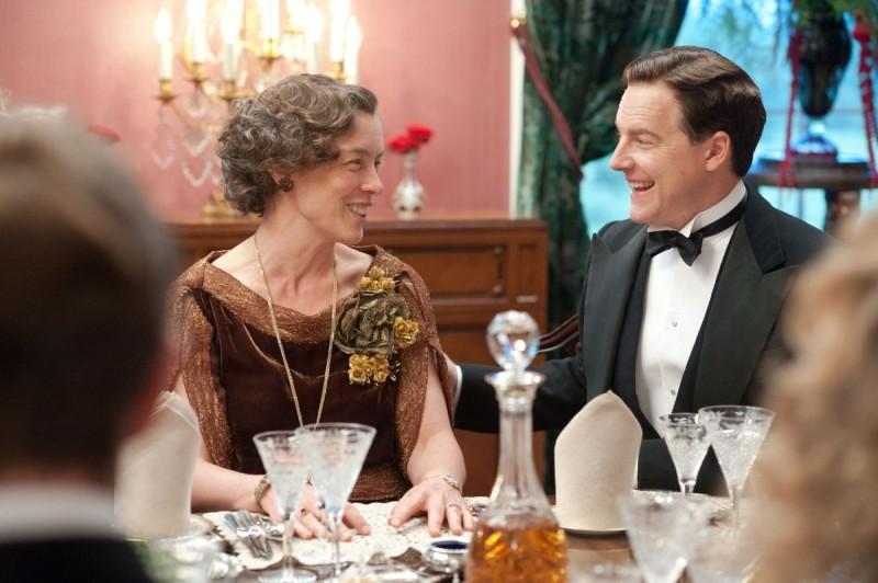 Olivia Williams nella sequenza di una cena nel film A Royal Weekend