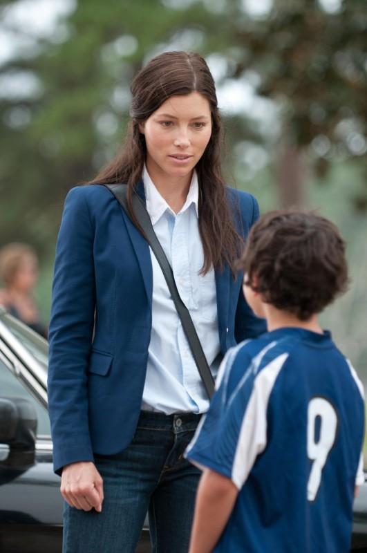 Quello che so sull'amore:  Jessica Biel in una scena del film con Noah Lomax (di spalle)