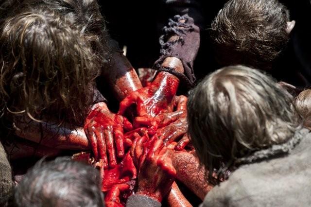 The Walking Dead: Erranti all'opera in una terrificante scena dell'episodio Infiltrati