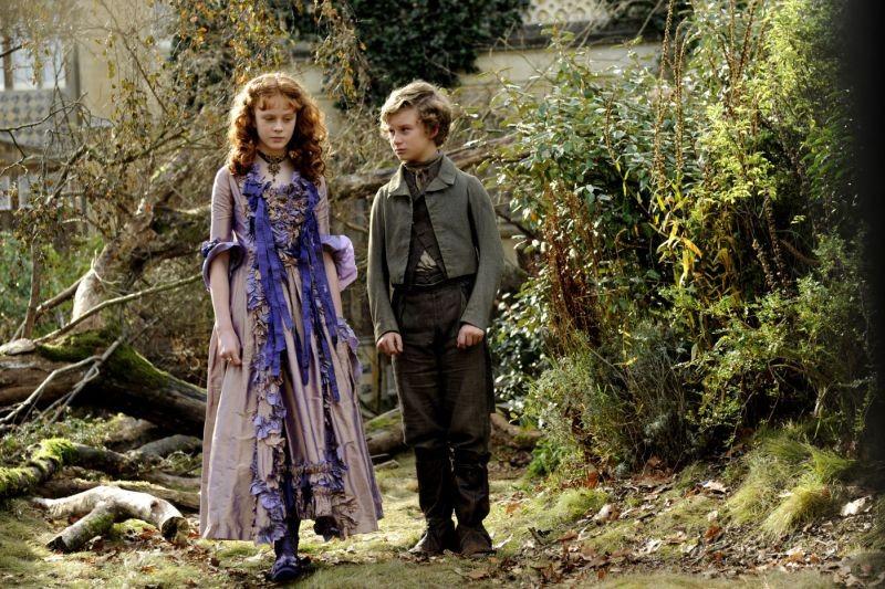 Grandi speranze: Helena Barlow e Toby Irvine nei panni dei giovani Estella e Pip