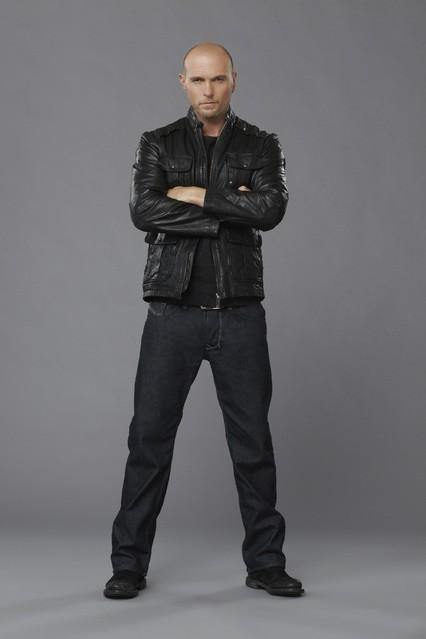 Red Widow: Luke Goss in una foto promozionale della serie