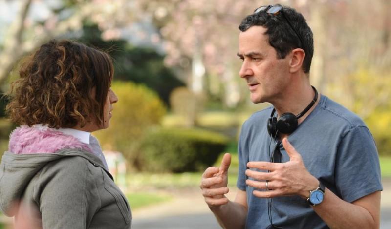 Scusa, mi piace tuo padre: Alia Shawkat insieme al regista Julian Farino sul set