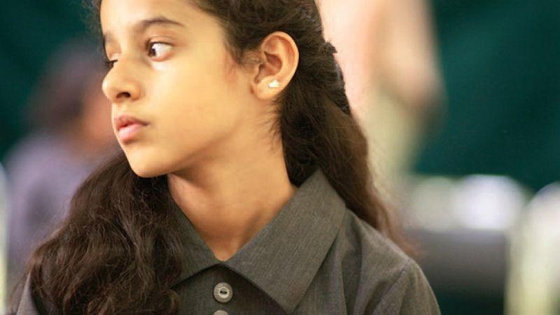 Wadjda: la piccola Waad Mohammed in una scena del film