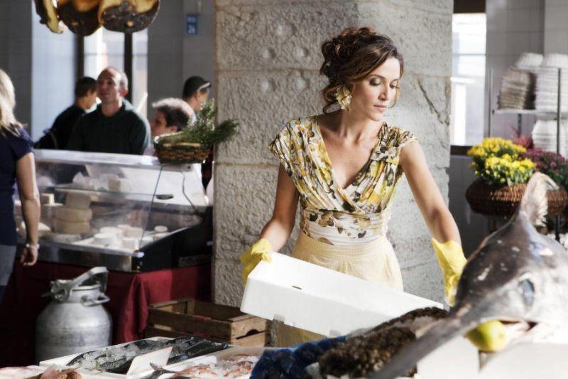 Colpi di fulmine: Anna Foglietta al mercato del pesce in una scena del film