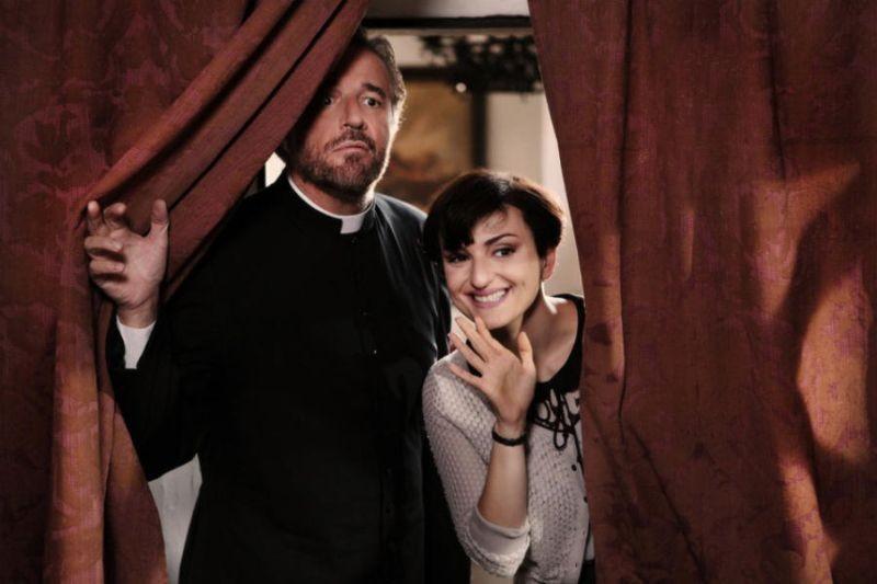 Colpi di fulmine: Christian De Sica e Arisa in una scena