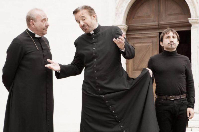 Colpi di fulmine: Christian De Sica e Simone Barbato in una scena